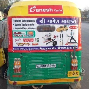 Display banners with auto rickshaw, Auto Rickshaw Advertising, Auto Rickshaw Marketing, Auto Rickshaw Advertisement